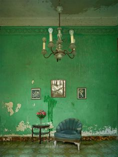 The colors of Cuba as you've never seen them before – Llamas' Valley Color Inspiration, Interior Inspiration, Estilo Tropical, Sweet Home, Green Rooms, Green Walls, Interior Decorating, Interior Design, Art Furniture