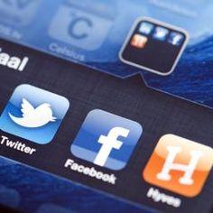 Social media Media Literacy, Student Studying, Internet, Facebook, Twitter, Learning, School, Blog, Text Posts