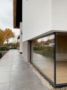Van Erk Ontwerpbureau – Nieuwbouw woning De Brug Residential Architecture, Architecture Design, Garage Doors, Sidewalk, Stairs, Exterior, Windows, Villa, Interior Design