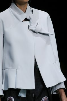 Giorgio Armani Spring 2016 Ready-to-Wear Fashion Show Details