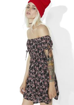 Karen Off-Shoulder Dress yr a total dreamboat, bb! This romantic mini features a soft, textured black floral print construction, elasticized trim so ya can slouchy the sleeves off the shoulder, tied cuffs, and a sweet babydoll cut.