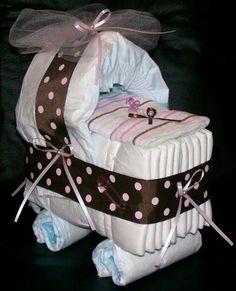 Zur Geburt. Ein Kinderwagen aus Windeln. Gute Idee, keine Ahnung, ob umsetzbar.