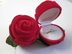 Rouge Coffret à Bague Velours Forme Rose Ecrin Cadeau Ran... https://www.amazon.fr/dp/B00PZCWZJ2/ref=cm_sw_r_pi_dp_P70HxbVW01XQ8