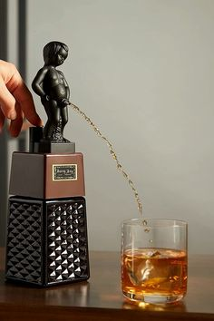 Cool Gadgets For Men, Liquor Dispenser, Beer Humor, Gag Gifts, Cool Gifts, Gin, Whiskey, Cool Things To Buy, Beverages