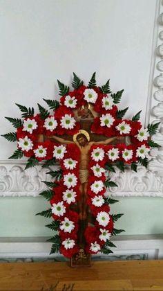 Crucifixion Of Jesus, Jesus Christ Images, Christmas Wreaths, Christmas Tree, Church Flowers, Holy Spirit, Flower Crown, Altar, Catholic