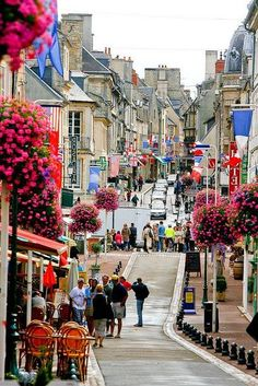 22 Places You Must See in France - Bayeux, Normandie Places Around The World, Travel Around The World, Around The Worlds, Places To Travel, Places To See, Travel Things, Travel Destinations, Wonderful Places, Beautiful Places