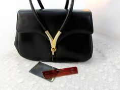 Hey, I found this really awesome Etsy listing at https://www.etsy.com/pt/listing/473034627/1950s-designer-purse-signed-manon-with
