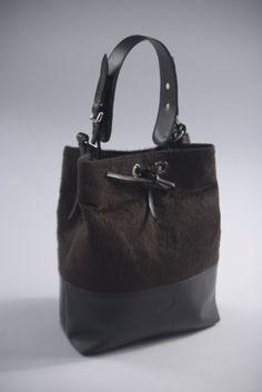 Fine leather bag, handmade alpaca fiber. Sho in: www.neubyneu.com