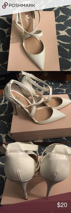 White shoes I just used once! Very comfy, no stain mixx Shoes Heels