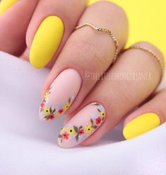 To make your yellow nail art design look more special, you can also incorporate some patterns like strips, polka dots, leopard prints and zebra prints into your nails . Round Nail Designs, Nail Designs Spring, Nail Art Designs, Accent Nail Designs, Round Nails, Oval Nails, Round Shaped Nails, Almond Acrylic Nails, Cute Acrylic Nails