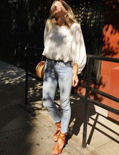Rien de tel qu'un jean coupé court sur la cheville pour twister une blouse ultra romantique ! (look Chloé)