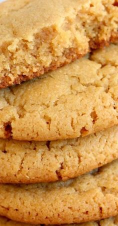 Soft and chewy Peanut Butter Cookies that melt in your mouth with every single bite! It's the best Peanut Butter cookie recipe, easy to make, and takes less than 15 minutes to prepare! Nutella Cookie, Chocolate Cookie Recipes, Easy Cookie Recipes, Cookie Desserts, Chocolate Chip Cookies, Baking Recipes, Dessert Recipes, Cookie Pie, Chocolate Oreo