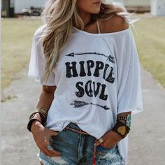 Some of the most popular boho fashions! I really like the pass and visual considering the hippies energy! T-shirt Hippie, Mode Hippie, Bohemian Mode, Hippie Shirt, Boho Chic, Hippie Tops, Shirts & Tops, Casual T Shirts, Casual Tops