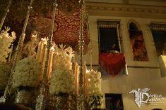 La Esperanza Macarena, de regreso a su Basílica. Pórtico de Pasión : Portico de Pasion. Fotografía Cofrade de Manuel Borjas.