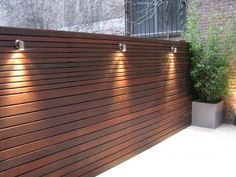 40 Cool Fence Ideas to Give Your Home A Unique Character - Engineering Discoveri. 40 Cool Fence Id Modern Wood Fence, Wood Fence Design, Modern Fence Design, Privacy Fence Designs, Wooden Fence, Privacy Fence Decorations, Modern Gates, Wooden Screen, Privacy Screens