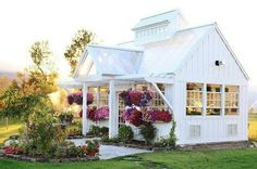 Tiny house - little white cabin - so cute!