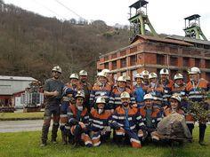 """Estupenda visita la de hoy. Un grupo de #guías oficiales del Principado de #Asturias y guías profesionales, pertenecientes a la Asociación Profesional de Informadores Turísticos #APITAsturias (http://guiasturismoasturias.com), han querido experimentar la #VisitaPozoSoton y sentir en su piel las sensaciones de ser MINEROS POR UN DIA. """"La visita ha superado nuestras expectativas y eso que eran muy altas"""", nos decía una de las guías."""