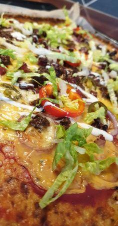 lavkarbomedhanne – Blomkålpizza Vegetable Pizza, Nom Nom, Bacon, Vegetables, Eat, Healthy, Food, Tips, Red Peppers