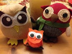 Nope, the little orange owlet is not a purse. She's visiting Owly for Thanksgiving. Day 308 of #yearofowly #lifeofowly
