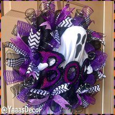 Modern interior House Design Trend for 2020 Halloween Mesh Wreaths, Halloween Garland, Halloween Door Decorations, Halloween Crafts For Kids, Deco Mesh Wreaths, Halloween Gifts, Holiday Wreaths, Fall Halloween, Halloween Stuff