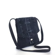 Ideas For Diy Bag Jeans Recycling Cross Body Diy Crafts For Boyfriend, Diy Gifts For Mom, Small Messenger Bag, Small Crossbody Bag, Diy Bags Jeans, Recycle Jeans, Diy Recycle, Recycling, Denim Handbags