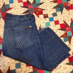 7 For All Mankind size 28 7 For All Mankind Bermudas size 28. No stains . Rips or tears. Smoke free house. Light wash 7 for all Mankind Shorts Bermudas