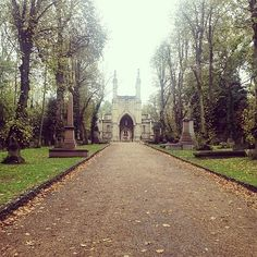 The 50-mile expanse of the the Green Chain Walk is broken into 11 manageable routes, winding through lush woodlands, eerily gorgeous cemeteries, and such architectural and design gems as Eltham Palace.