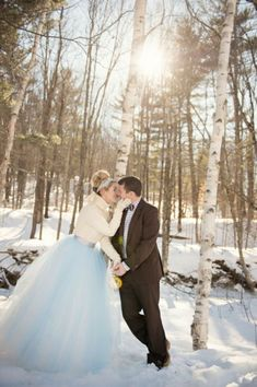 A winter chic styled shoot from Carla Ten Eyck and The White Dress by the Shore - gorgeous and cozy blue and white winter wedding inspiration! Wedding In The Woods, Forest Wedding, Woodland Wedding, Snowy Wedding, Christmas Wedding, Winter Photography, Wedding Photography, Vermont Winter, Last Day Of Winter