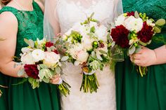 Maroon and white bouquets | Photographer: Mason and Megan