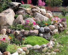 Las rocallas o jardines de rocas son un buen complemento para cualquier jardín. Dan una apariencia natural y podemos incluirlas tanto en jardines secos como en zonas húmedas pudiendo incluso combin…