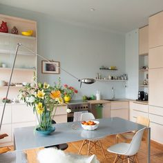 Oozing #Scandinavian style, this beautiful #kitchen is light and bright thanks to its #pastel hues and eye-catching primary coloured features. #Design by Berlin Interior Design. Find more #kitcheninspiration on #homify!  #moderndesign #moderninterior #interior #interiordesign #modernkitchen #kitchendesign #modernkitchendesign #kitchenideas #modernliving #scandistyle #dreamkitchen #kitchengoals