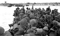 JUNO BEACH - Des soldats canadiens s'apprêtent à débarquer à Juno Beach, en Normandie, le 6 juin 1944