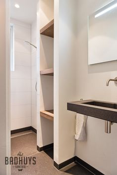Smalle, praktische badkamer| Het Badhuys Breda