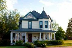 Solomons, MD - Massage therapists come to you at Solomons Victorian Inn, so relaxation is no more than a few steps down the hall. The inn is also conveniently located by the water and local restaurants, and the owners are more than willing to offer suggestions.