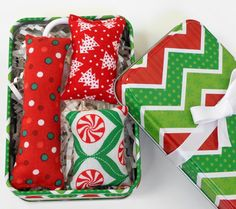 Christmas Catnip Toys in Tin Gift Set for Cat Owner by PawPets