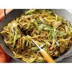 This popular noodle dish uses thin, vermicelli-like noodles in a spicy and aromatic stir-fry. Fodmap Recipes, Stir Fry Recipes, Cooking Recipes, Rice Recipes, Asian Recipes, Healthy Recipes, Ethnic Recipes, Weekly Recipes, Yummy Recipes