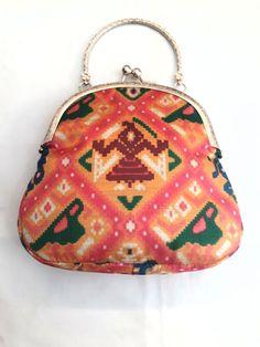Guess Handbag Purse Wallet  Wristlet Evening Hand Pouch tote Bag coin  Zip NWT