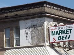"""Urban Advertising and Art 000005 - A British Bulldog painted on the side of a shop on Main Street South, Memphis, Tennessee with a slogan of """" you won't get bit... shop at..."""""""