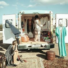 New fashion truck ideas life ideas Mobile Boutique, Mobile Shop, Boheme Boutique, Mobile Fashion Truck, Kombi Motorhome, Mobile Craft, Deco Boheme, Pop Up Shops, Trailer
