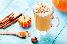 Finally, an easy to make, healthy pumpkin spice latte recipe. This recipe for bulletproof pumpkin spice latte uses bulletproof coffee for an extra boost! Pumpkin Spiced Latte Recipe, Pumpkin Spice Latte, Smoothie Recipes, Smoothies, Pumpkin Pie Smoothie, Fast Food, Snacks Für Party, Healthy Pumpkin, Calories