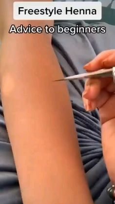 Modern Henna Designs, Mehndi Designs For Kids, Henna Tattoo Designs Simple, Mehndi Designs Feet, Latest Bridal Mehndi Designs, Mehndi Designs Book, Full Hand Mehndi Designs, Stylish Mehndi Designs, Mehndi Designs For Beginners
