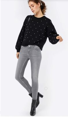 Black pearl sweater+grey skinny jeans+black ankle heeled boots+black shoulder bag. Fall Casual Outfit 2017 Black Heeled Ankle Boots, Pullover Outfit, Grey Skinny Jeans, New Start, Black Shoulder Bag, Casual Fall Outfits, Sweater Outfits, Grey Sweater, Lacoste