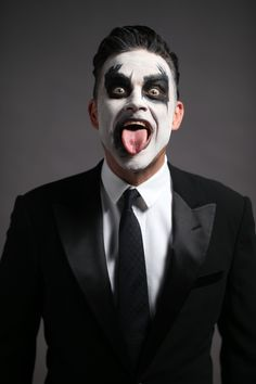 """Robbie Williams announces a new tour for spring 2015. The """"let me entertain you tour"""" will see him play in Abu Dhabi's du Arena, Yas Island in April 2015"""