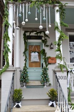 Perfect diy front porch christmas tree ideas on a budget 16 Porch Christmas Tree, Best Outdoor Christmas Decorations, Blue Christmas, Christmas Home, Christmas Lights, Holiday Decor, Christmas Ideas, Winter Decorations, Outdoor Decorations