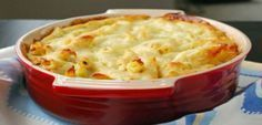 Baked Penne with Cauliflower and Cheese, a healthier alternative for Mac 'n' Cheese. Baked Pasta Dishes, Baked Penne, Tasty Dishes, Greek Recipes, Veggie Recipes, Cookbook Recipes, Cooking Recipes, Meals Without Meat, Greek Dishes