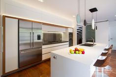 A modern, on-trend kitchen with all the practical solutions you could wish for! www.thekitchendesigncentre.com.au @thekitchen_designcentre