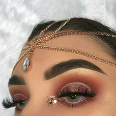 Copper shadows and cut crease makeup. Love this glam eye makeup for prom or weddings. #eyeshadowsideas