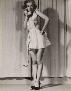 Marilyn Monroe's Early Topless Photos (22 photos)