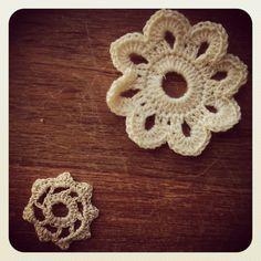 Crochet flowers. Crochet Flowers, Fabric Flowers, Crochet Projects, Crochet Earrings, Embroidery, Diy Crochet, Hobbies, Jewelry, Instagram