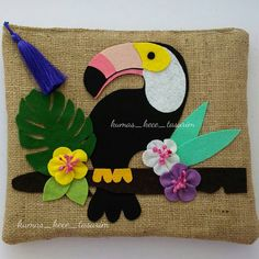 Günaydın 28*24cm jüt kumaştan,yaz için çok kullanışlı bir el çantası Keyifli bir gün diliyorum Sipariş için dm yada whatsapp lütfen #günaydın #goodmorning #bonjour #tropical #tropicalflowers #bag #tatil #toucan #monstera #clutchbag #clutch #portföyçanta #elcantasi #handbag #handmadebag #elyapımıçanta #kisiyeozel #design #nature #naturelovers #jütçanta #çuvalbezi #handmade #summer #summertime